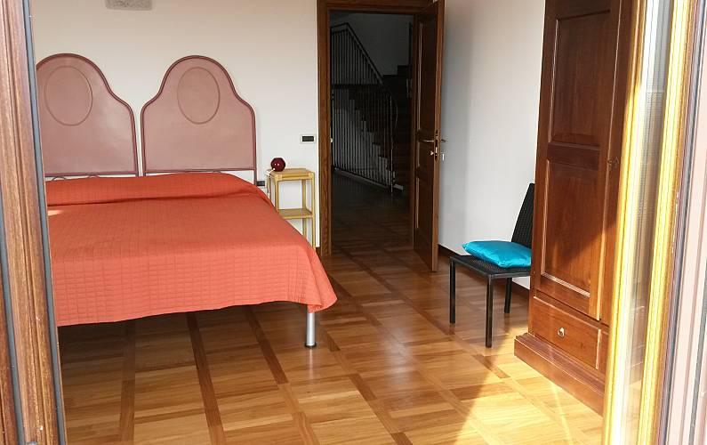 Villa de 5 chambres 3 km de la plage san giovanni in for La chambre de giovanni