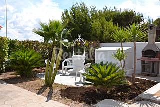 Villa for 12-16 people only 50 meters from the beach Lecce