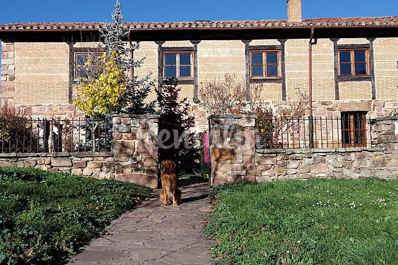 Casa de piedra con jard n privado salinas de pisuerga palencia monta a palentina - Casas rurales montana palentina ...