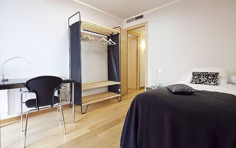 Vacation alojamiento reserva con my spacebarcelona for Habitacion 73 barcelona