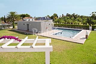 Relaxation and luxury right on Delta del Ebro Tarragona