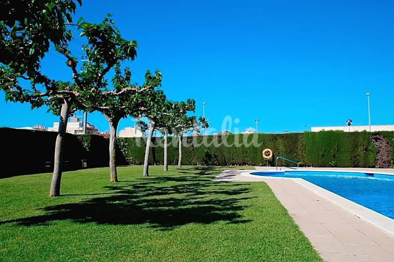 Apartamento de 2 habitaciones a 250 m de la playa for Apartamentos jardin playa larga tarragona