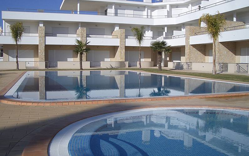 Apart. for 4-5 pax only 300 meters from the beach Algarve-Faro - Swimming pool
