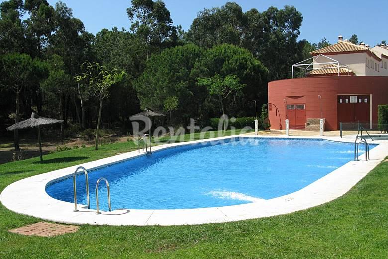 Adosado cerca playa y golf con piscina islantilla i for Casas vacacionales con piscina