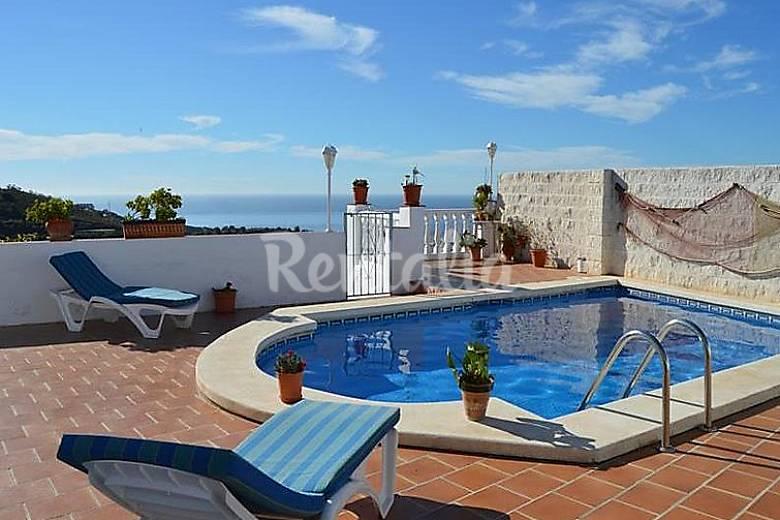 Villa en alquiler con piscina generacion del 27 torrox for Piscina publica malaga