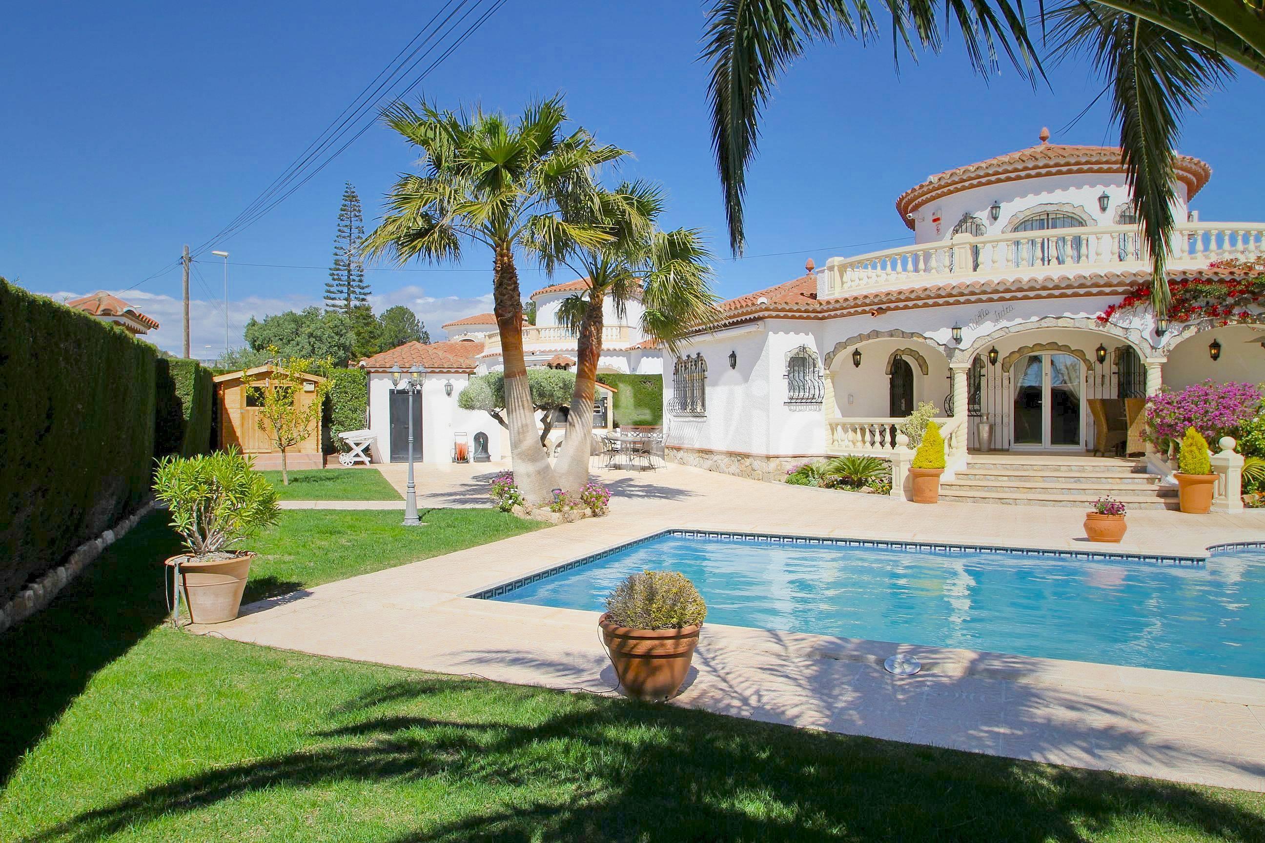 Villa de 3 habitaciones a 1200 m de la playa miami playa for Location villa miami avec piscine