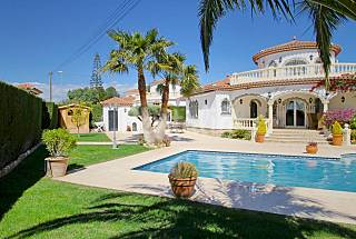 Villa for 8 people with swimming pool. Tarragona
