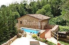 Splendido rustico singolo con piscina. Lucca