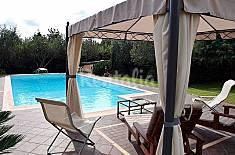 Villa bifamiliare con bellissimo parco e piscina.  Lucca