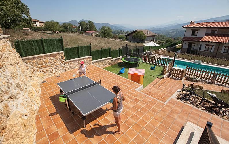 Apartamentos rurales con piscina san juan de parres for Piscinas asturias
