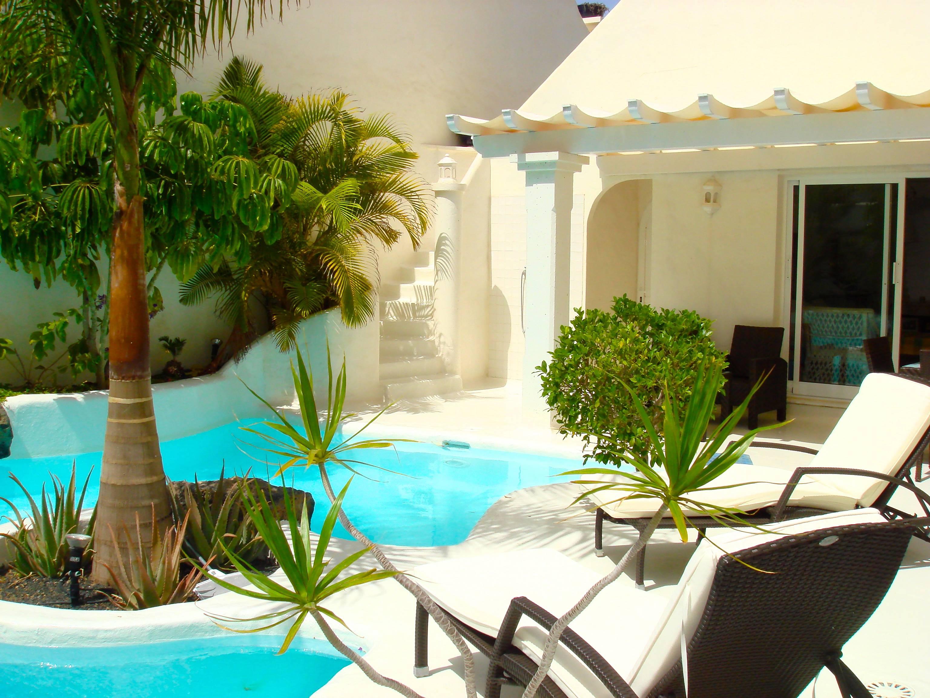 Villa lujo tranquila con piscina climatizada 25 c corralejo playa la oliva fuerteventura - Camping en oliva con piscina ...