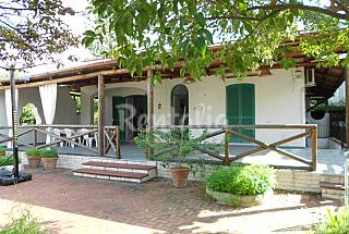 Villa for 4-6 people only 100 meters from the beach Naples