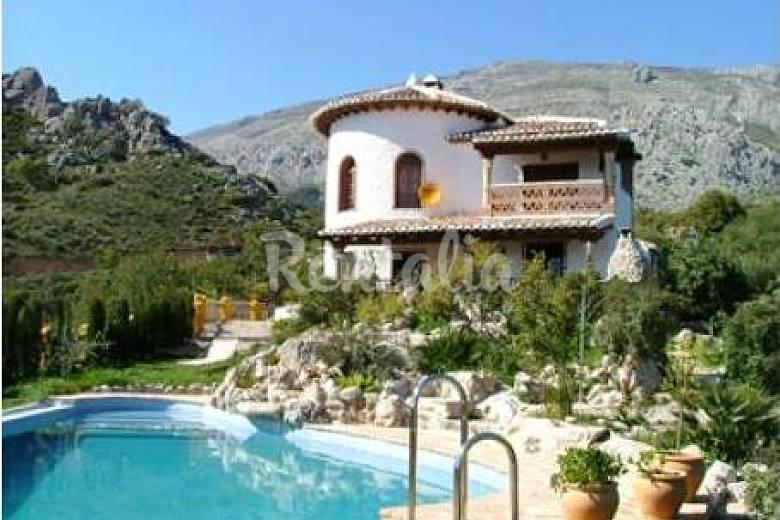 6 casas en alquiler con piscina el chorro lora m laga for Casas con piscina en malaga