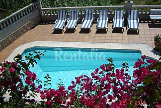 Villa for rent only 1100 meters from the beach Girona