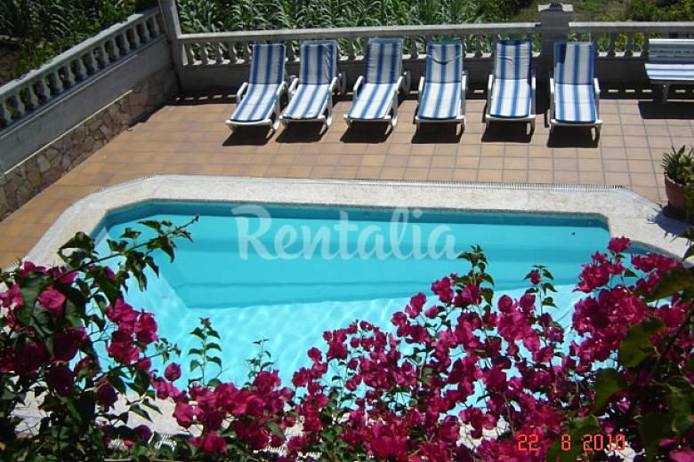 Villa con jard n y piscina privada cerca playa lloret de for Piscina jardin girona