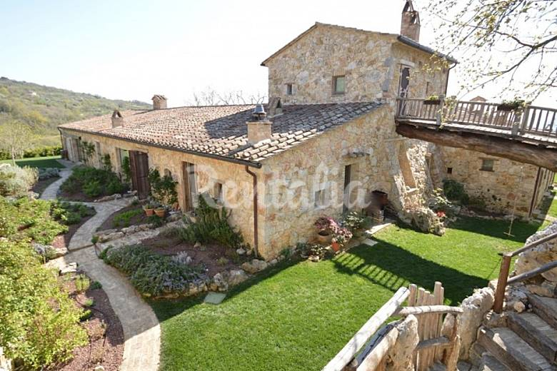 Villa for 10-14 people in Guardea Terni