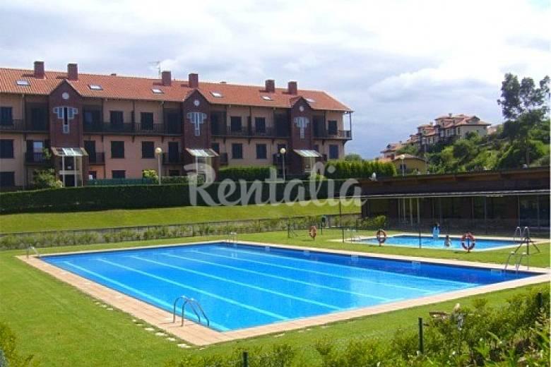 Campo de golf piscina y tenis 900 m de la playa for Piscinas trobajo del camino