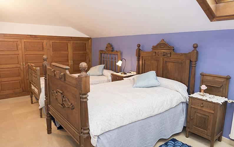 2 Bedroom A Coruña Cedeira Apartment - Bedroom