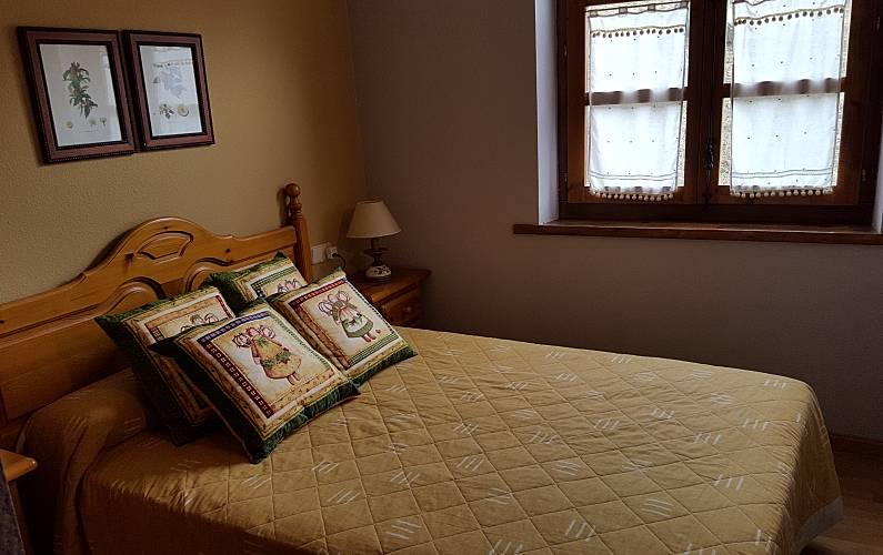 Apartment Bedroom Huesca Benasque Apartment - Bedroom