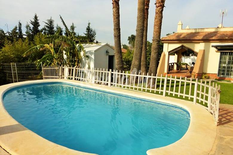 Villa neptuno piscina privada excelente precio sancti for Piscinas chiclana