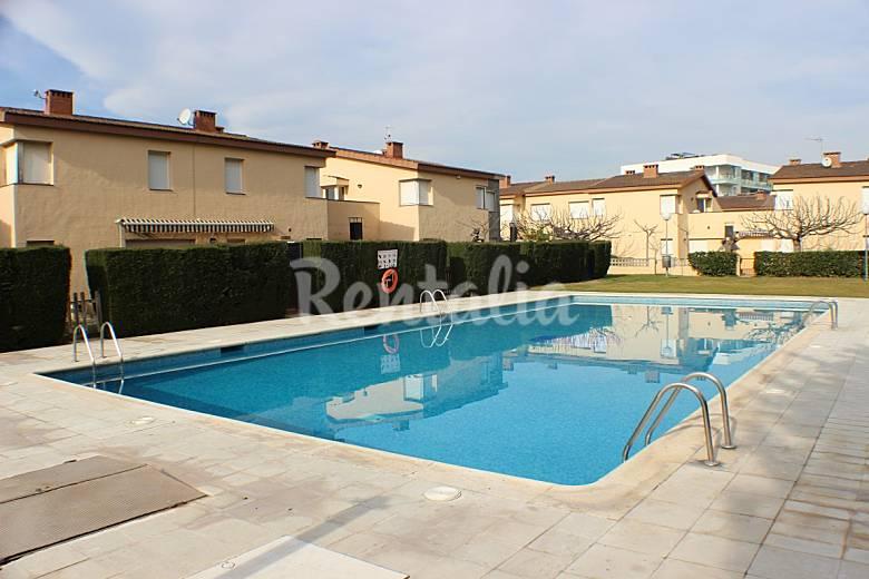 Casa con piscina comunitaria en santa margarita la garriga el cortijo roses girona gerona - Piscinas la garriga ...