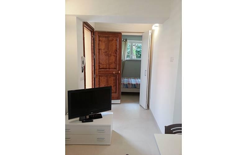 Appartement de 1 chambre 300 m de la plage tirrenia for Chambre a air en anglais