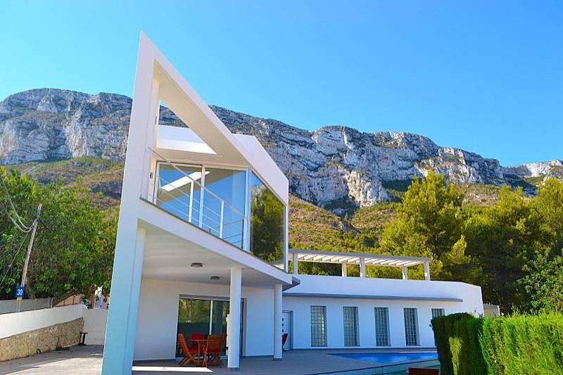 Moderna villa de nueva construcci n d nia alicante for Casa moderna alicante