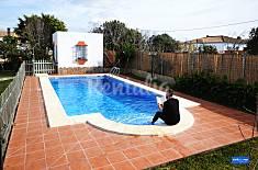 Chalet con piscina privada a 4 km de la playa Cádiz