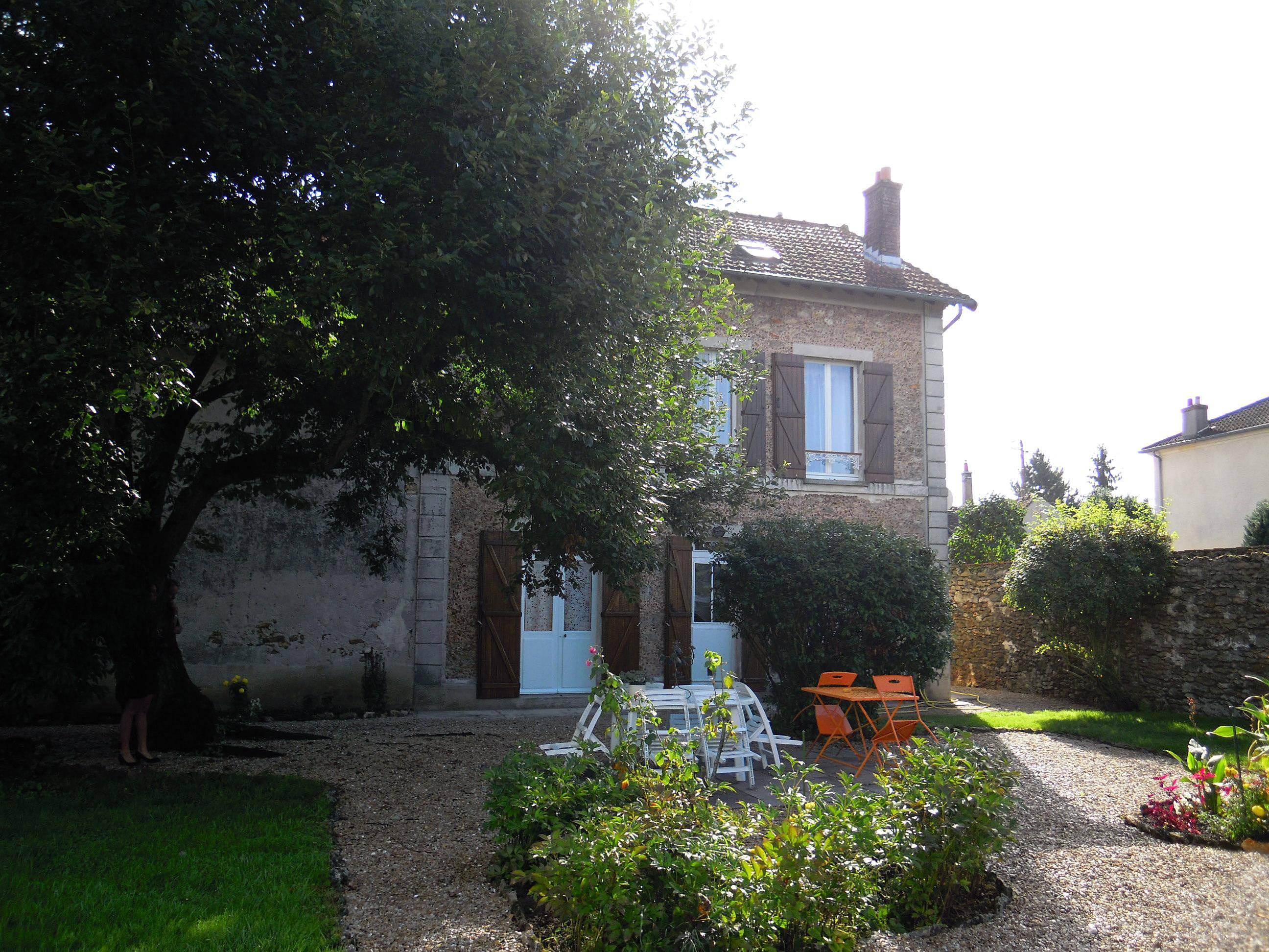 Maison en location en le de france favi res seine et for Location garage ile de france