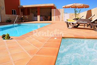 Villas with 3  to 7  bedro. 3 km from the beach Gran Canaria