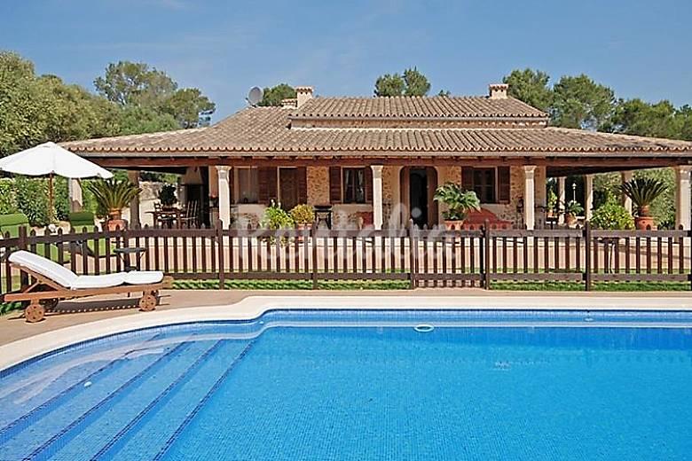 Casa para 16 personas con piscina jornets sencelles for Casas con piscina mallorca
