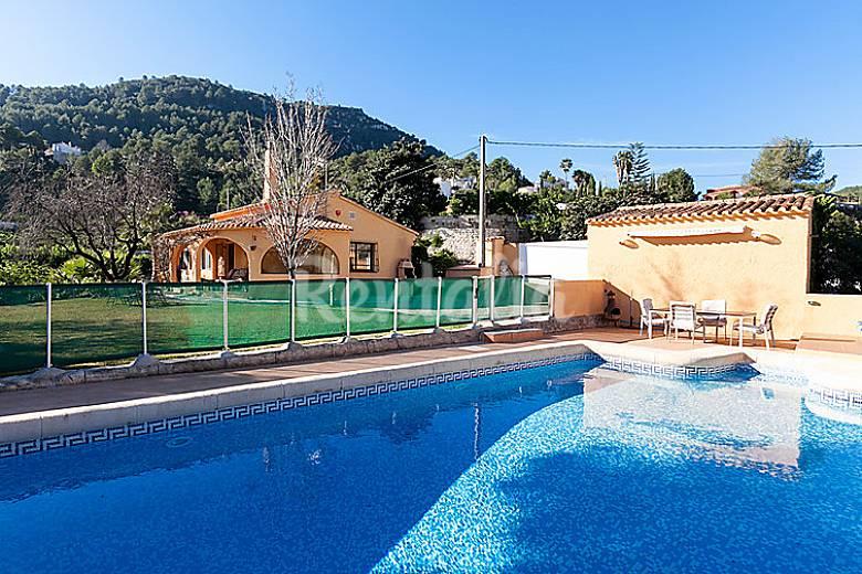 Villa en alquiler con piscina el panorama i la font d for Piscinas publicas valencia