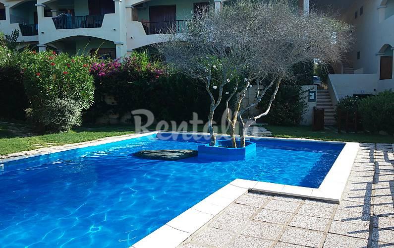Precioso apartamento con jard n y piscin la ficaccia for Piscina santa teresa albacete