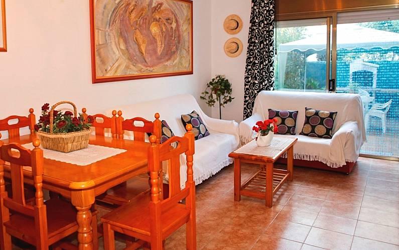 Casa para 8 pessoas a 600 m da praia torredembarra for Sala 0 tarragona