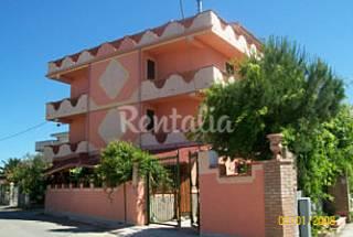 Apartamento para 4-8 personas a 300 m de la playa Crotona