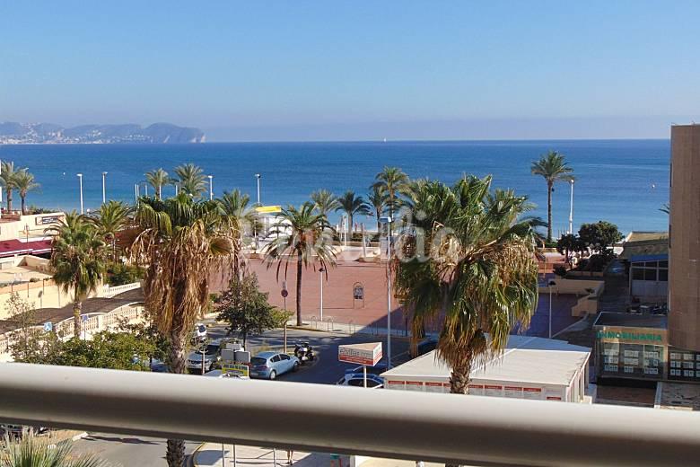 Apartamento con piscina y vistas al mar playa 50m calpe for Apartamentos con piscina y playa