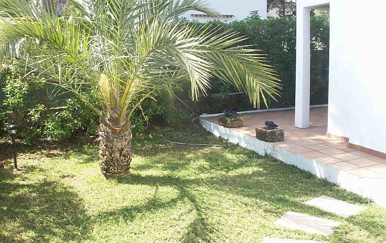 Villa pour 6 9 personnes 500 m de la plage cala 39 n for Jardin hormiguita viajera villa bosch