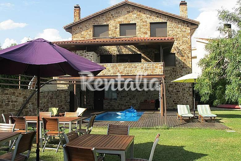 Casa para 10 16 personas con piscina cubierta guadalix for Casas rurales sierra de madrid con piscina
