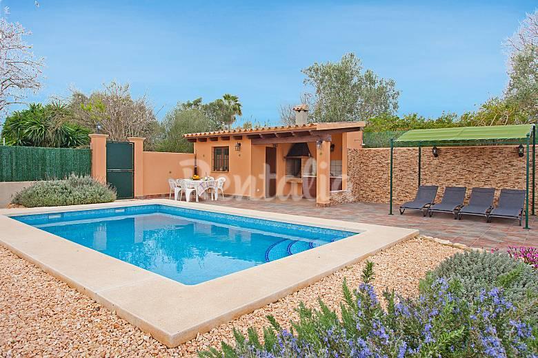 Preciosa casa de campo con piscina privada jornets for Piscinas para casas de campo