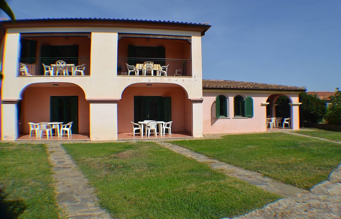 Casa in affitto a 1 8 km dalla spiaggia san teodoro for Case affitto olbia privati