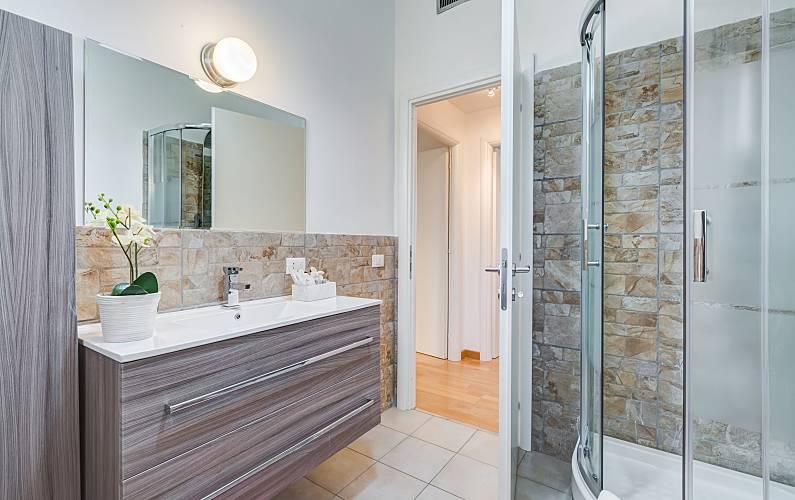 Apartamento en alquiler a 10 km de la playa e u r roma for Rivestimenti per bagni piccoli