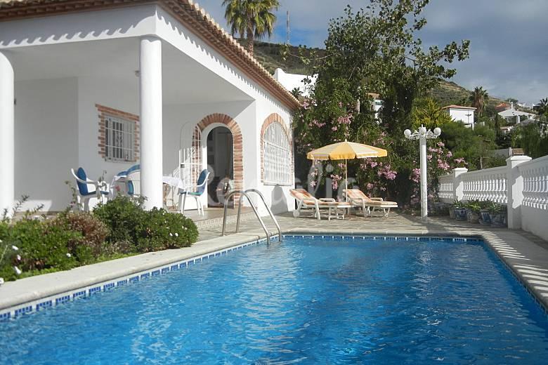Encantadora villa con piscina privada salobre a granada for Piscina publica alhendin granada