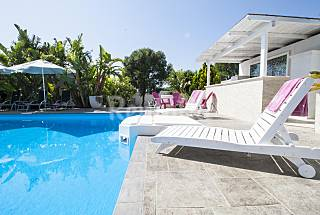Villa with pool 50mt from the Beach Lecce
