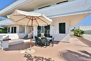 House with sea views, sandy beach Lecce