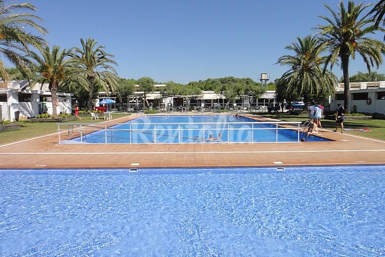 Casa en camping a 300 m de la playa vilafortuny for Camping con piscina climatizada en tarragona