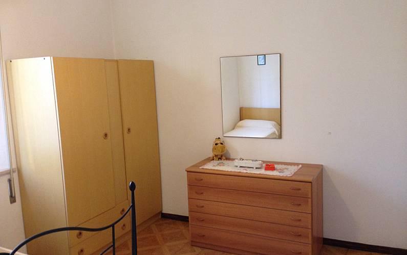 wohnung mit 2 zimmern 600 meter bis zum strand riccione rimini adriak ste. Black Bedroom Furniture Sets. Home Design Ideas