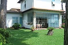 Villa con 4 stanze a 600 m dalla spiaggia Lucca