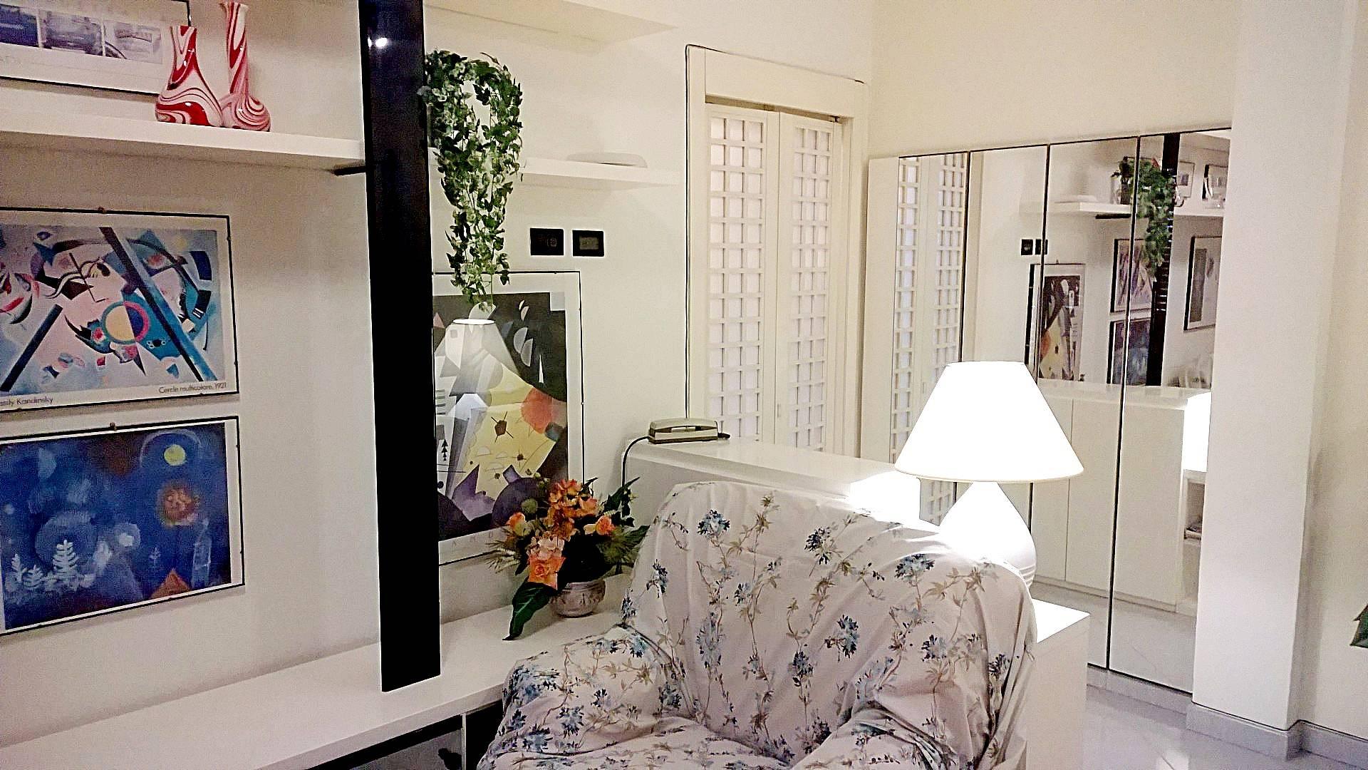 wohnung mit 2 zimmern in vimodrone vimodrone mailand. Black Bedroom Furniture Sets. Home Design Ideas