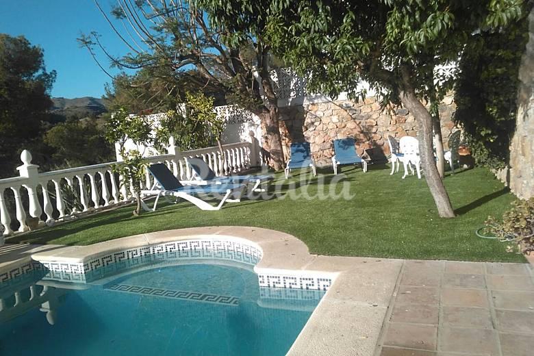 Villa de lujo con piscina capacidad 15 personas la for Piscina publica alhendin granada