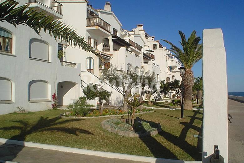 Apartment with 4 bedrooms on the beach front line - Jardineria vilanova i la geltru ...